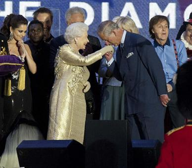 The Queen and The Prince of Wales on stage with the performers at the end of the Diamond Jubilee Concert outside Buckingham Palace, London, 4 June 2012. © Press Association